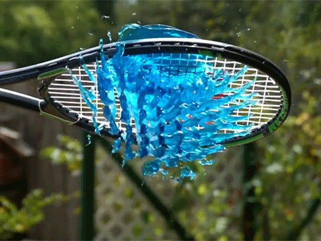 Att slå Jell-O med en tennisracket snyggar upp det hela