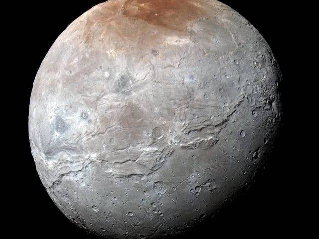 Pehmeä Charonin kirkkaudessa, Pluton suurimmalla kuukaudella