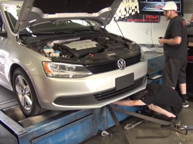 Volkswagens가 얼마나 많은 마력을 그들의 디젤 패배 장치에서 잃는지가 여기에있다