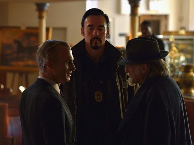 On the Stunning Season Finale of The Strain, an Old Dude Bought a Book
