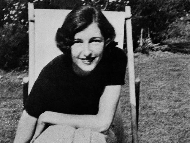 The Fascinating Life and Tragic End of the Polish Countess Who Became a Heroic British Spy