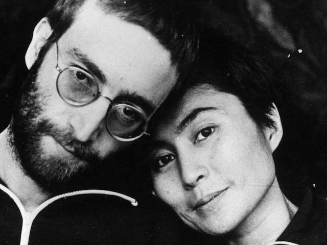 Yoko Ono: John Lennon voleva dormire con gli uomini