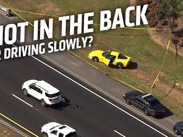 Ο οδηγός Mustang πυροβολεί το πρόγραμμα οδήγησης Corvette για οδήγηση πολύ αργά