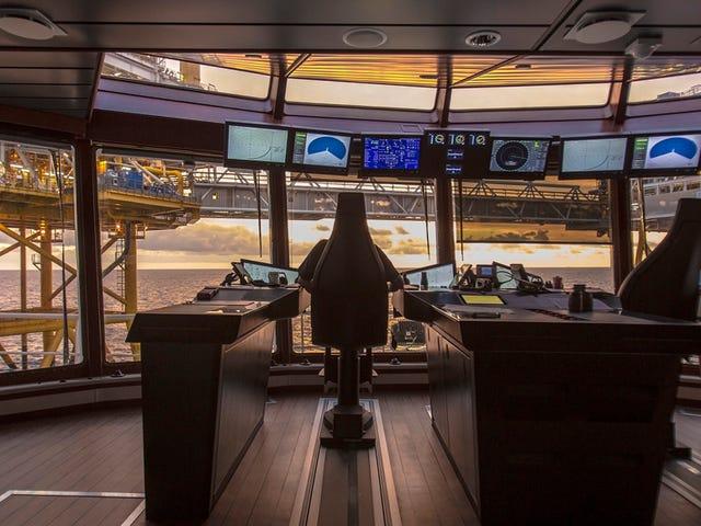 Jambatan Futuristik Rolls-Royce Direka Untuk Kapal Baru Its Looks Like a Cockpit Spacecraft
