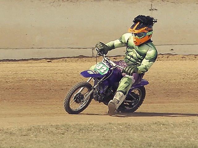 Chỉ cần âm nhạc Groovy và người Úc lộng lẫy nâng cao địa ngục trên xe máy