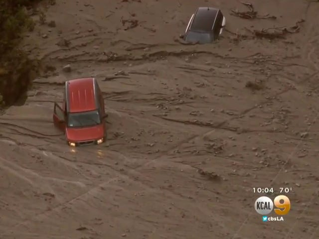 200 Cars Trapped in a California Mudslide Are a Preview for This Winter's El Niño