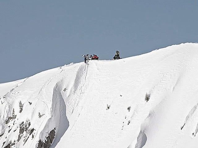 Mire a este Pro Snowmobiler y Pro Snowboarder y pruebe que el invierno no tiene que chupar