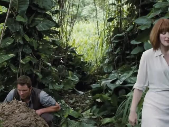 하나님 감사합니다 <i>Jurassic World</i> 이 똥 가득한 장면을 잘라