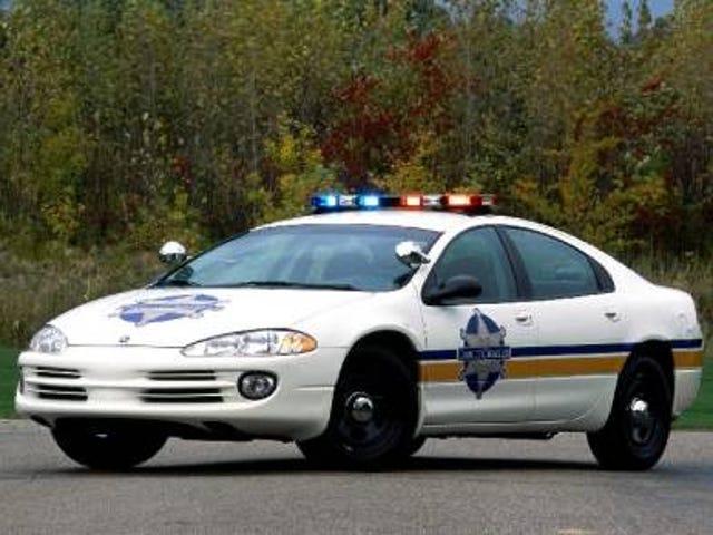Какая полицейская машина 2001 года является лучшей полицейской машиной 2001 года?