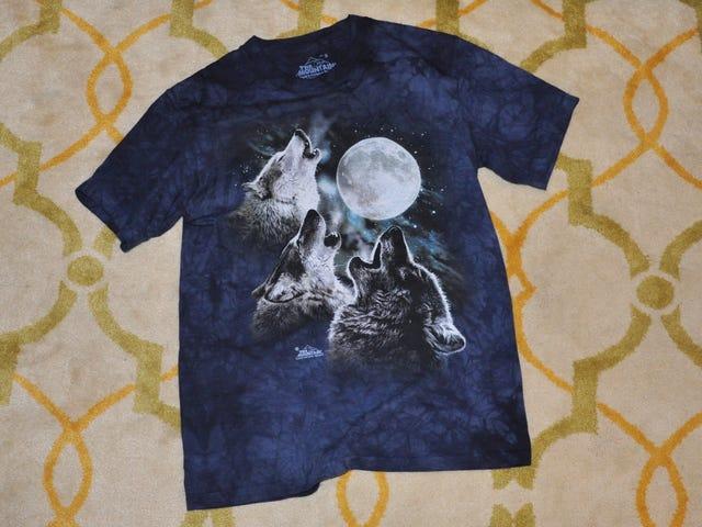 Seorang T-Shirt Connoisseur Ulasan Kaos Tiga Serigala Bulan Terkenal