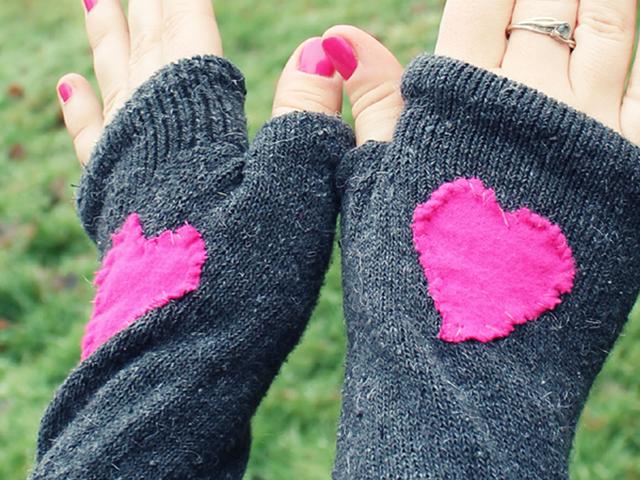 เปลี่ยนถุงเท้าเป็นถุงมือ Fingerless