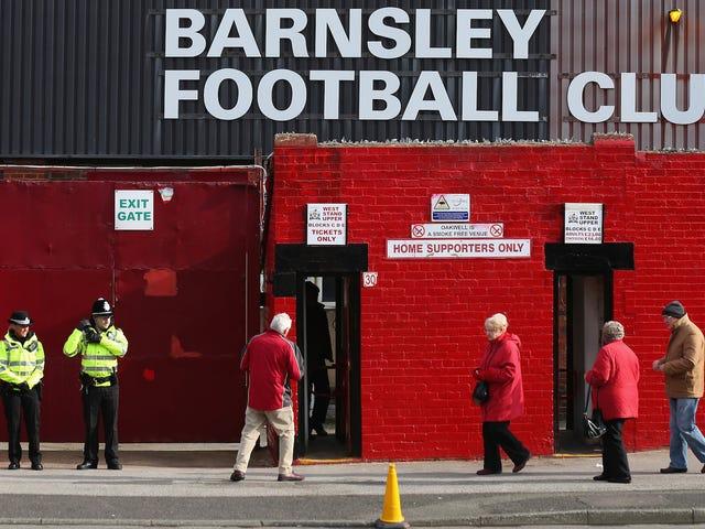 Il fan di Barnsley si addormenta sul WC dello stadio per sette ore, perde il cappello