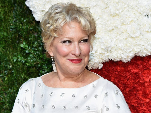 Bette Midler's Got <i>Hocus Pocus</i> Jokes