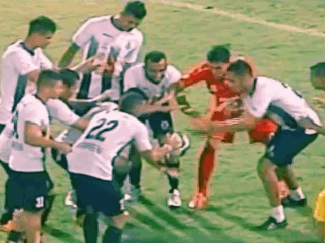 Le football vénézuélien est un magicien avec le ballon.  Littéralement.  Il peut faire de la magie.