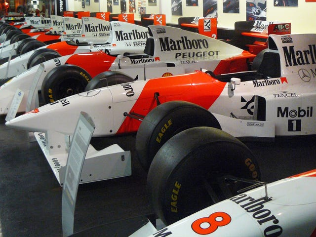 Philip Morris hävisi McLareniin Ferrarin kanssa, Ron Dennis sai 'Emotional'