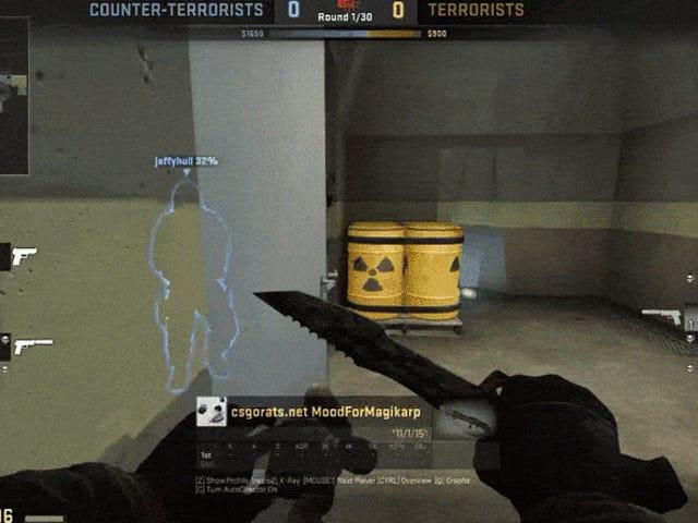 Counter-Strike Player wygrywa mecz przez zamknięcie drzwi w kółko