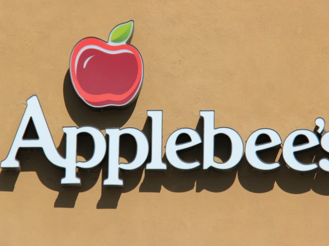 Applebee's Customer Allegedly Attacks Fellow Diner Because They Weren't Speaking English