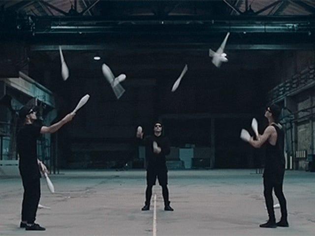 Гіпнотизуюче мистецтво жонглювання ніколи не виглядало так здорово