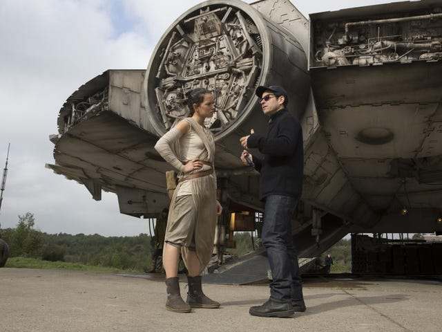 """J.J. Abrams PromisesStar Wars: The Force Awakens Is """"Delightful"""" and Explains How He's Passing the Torch"""