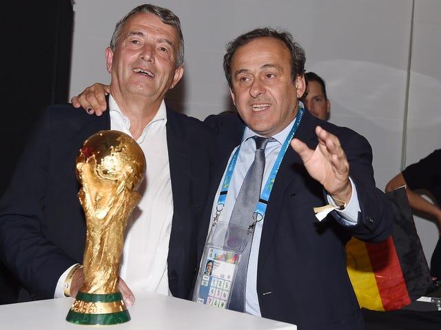 독일 축구 협회 회장, 월드컵 뇌물 스캔들로 사임하다