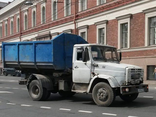 Τα εξωτικά φορτηγά, λεωφορεία και λιμουζίνες της Αγίας Πετρούπολης