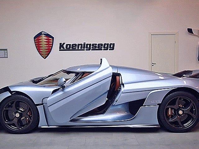 Koenigsegg Regeraの体がロボットカーのように開くのを見る