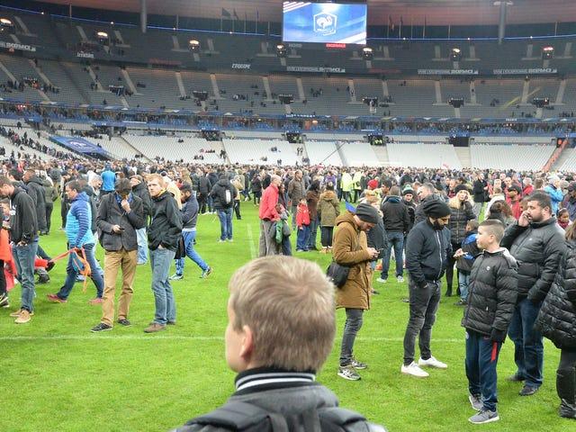 Saksalainen maajoukkue löi Stade de Francen stadionilla viime yönä Pariisin hyökkäysten jälkeen [UPDATE]