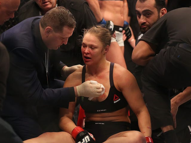 Ronda Rousey yıkımdan sonra nakavt etti