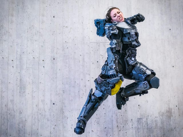This Set Of Spartan Armor Will Knock You Flat With Sheer Awesomeness