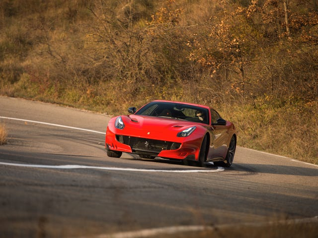 フェラーリF12tdfは馬鹿馬鹿しい770馬力です
