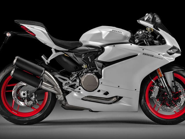 2016 Ducati 959 Panigale: Bigger Motor For Better Emissions
