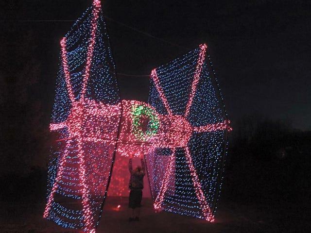 Jättiläinen jouluvalo TIE-hävittäjä on täydellinen loma-sisustus