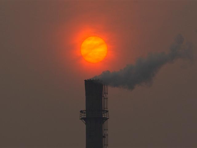 Жовтень 2015 р. Ilustra el efecto extremo del cambio climático con temperaturas récord