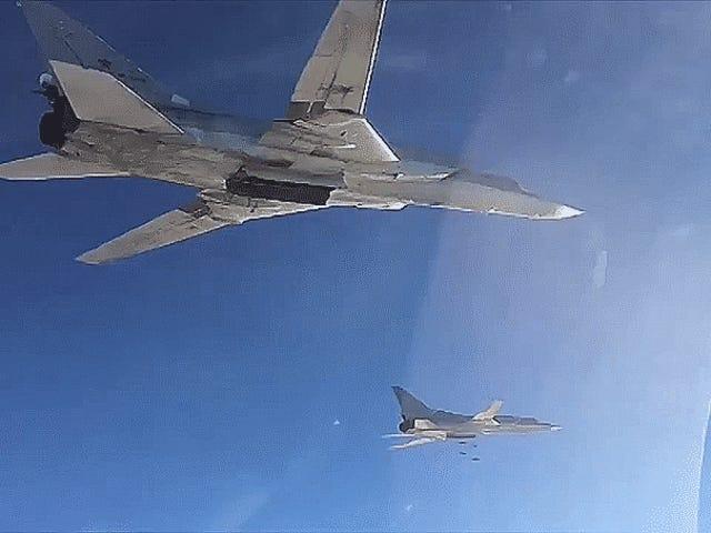 F-14 Tomcat Escorts Ve Cruise Füzeleri Rusya'nın Suriye Saldırısına Gittiği Yeni Video