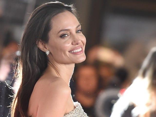 Angelina Jolie sier at hun elsker å være i overgangsalderen