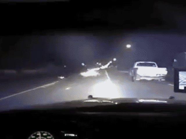 Driver forstyrrer en politietjakt å prøve og PIT-manøvre mistenker seg selv