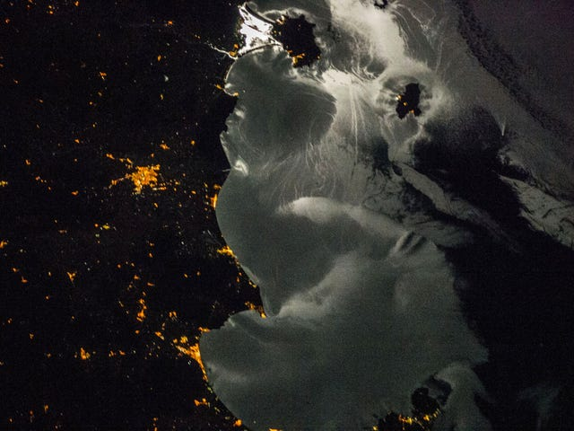 Admire the Peculiar Beauty of Italy Sleeping in Moonlight
