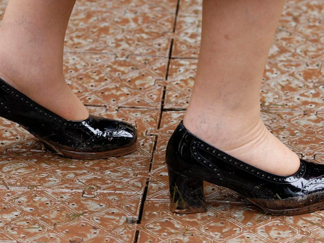 Lucky Queen Elizabeth Doesn't Sweat and Never Gets Blisters From Her Shoes
