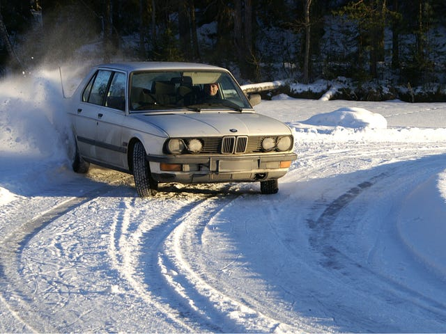 Your Ridiculously Awesome BMW Snow Drift Wallpaper Is Here