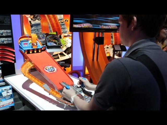 Hot Wheels' Crazy Carcade Is a Demolition Derby In a Pinball Machine