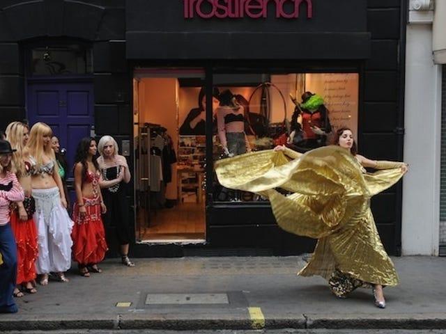 Golden Waves Wow Onlookers At London Shop