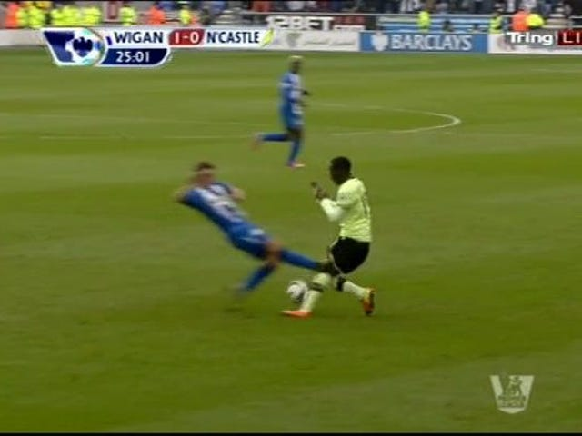 FA Decides Not To Punish Callum McManaman For Inflicting Serious Knee Injury On Massadio Haïdara