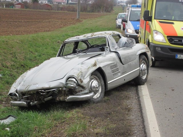 Mechanic wrecks Gullwing