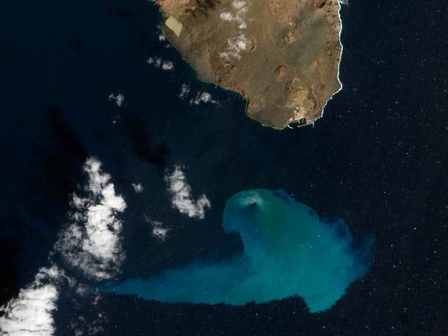 Foto del volcán submarino de El Hierro. Finalista a mejor foto del año por la NASA.