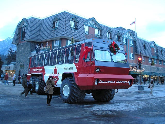 Big 6x6 Bus, Small Wreath