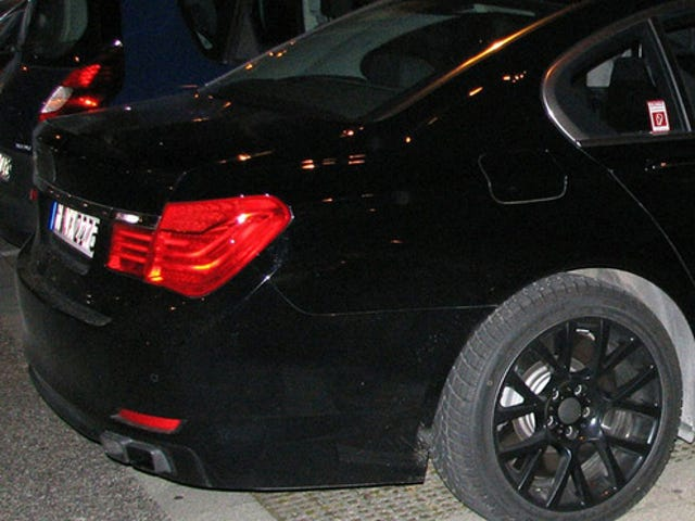 BMW M7 Possibly Spied Lurking About In The Dark