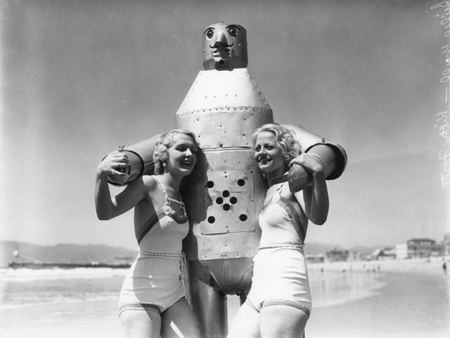 This Venice Beach Robot From the 1930s Will Ease Your Case of the Winter Blues