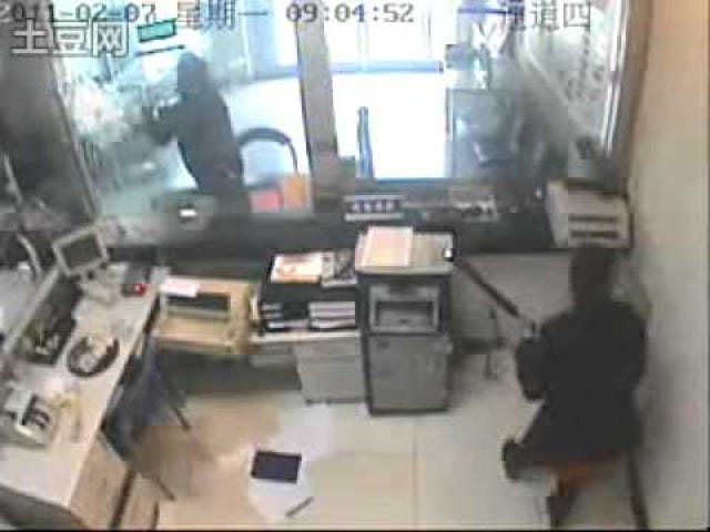 """Determined Bank Robber Proves That """"Bulletproof"""" Doesn't Mean """"Axe-Proof"""""""