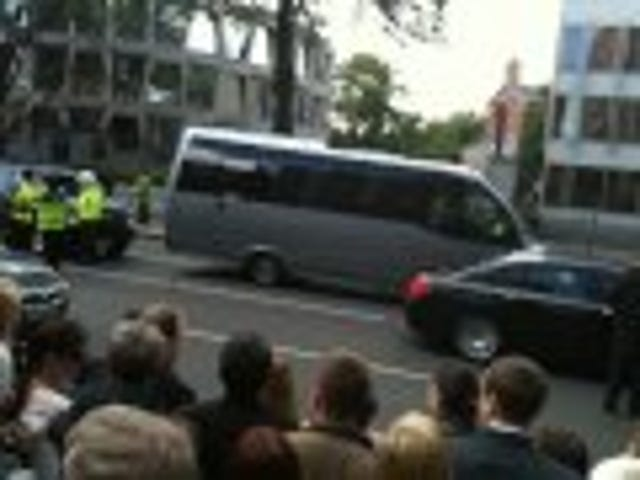 Watch Obama's limo get stuck in Dublin