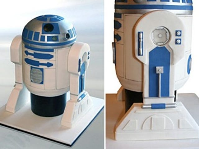 R2-D2 Cake Looks Too Delicious to Eat